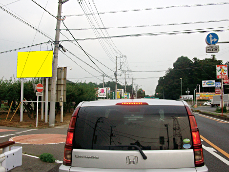 鶴ヶ島市・県道114号鶴ヶ島藤金交差点手前